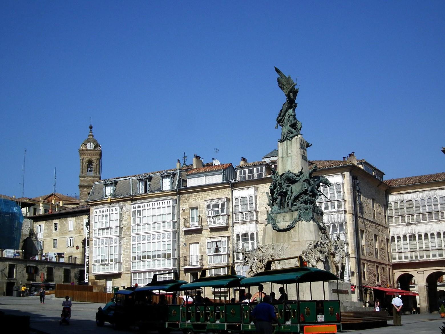 Vitoria-Gazteiz plaza Virgen Blanca 01